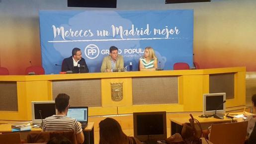 El PP de Madrid quiere que los autobuses de la capital se engalanen con los colores de la bandera española para el Día de la Hispanidad.