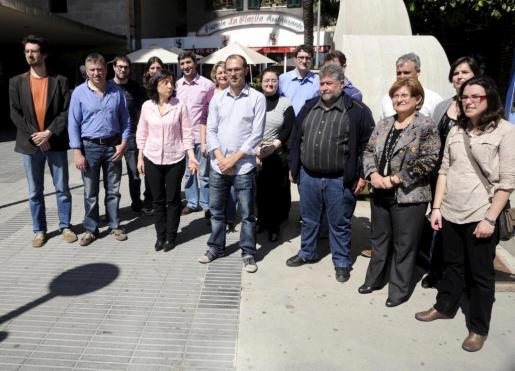Biel Barceló y Joan Font, en el centro, arropados por los candidatos municipales.