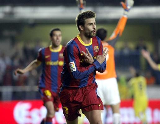 El defensa del FC Barcelona Gerard Piqué celebra su gol durante el partido.