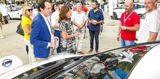 La presidenta del Govern y el conseller de Territori, Energia y Mobilitat conocieron la gama Nissan eléctrica.