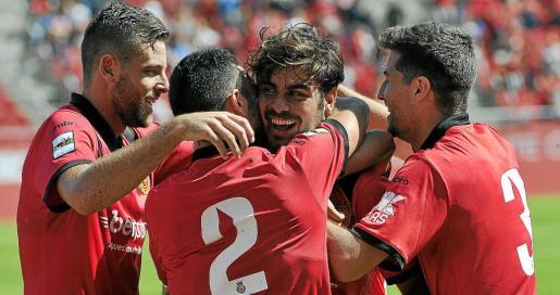 Álex López, Joan Sastre, Abdón Prats y Javier Bonilla celebran uno de los goles ante el Llagostera.