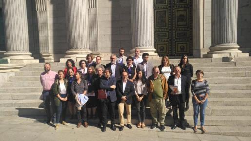 Imagen de los participantes en la reunión de la red de Ciudades Refugio que se ha celebrado en el Congreso de los Diputados, entre los que se encontraba el regidor del Ayuntamiento de Palma Aligi Molina.