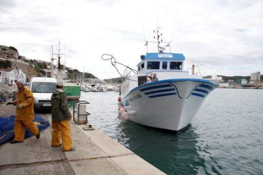 Barco de pesca en Maó.