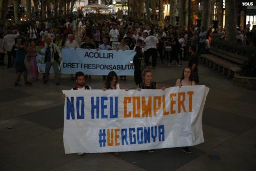 En la protesta, que recorrió el centro de Palma, se oyeron gritos de 'No a la guerra' o 'Volem acollir'.