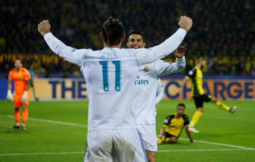 Cristiano Ronaldo celebra con Gareth Bale uno de sus goles.