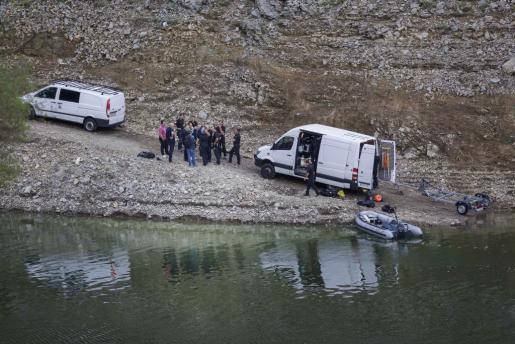 Los Mossos d'Esquadra han localizado los cuerpos de un hombre y una mujer, cuando uno flotaba en el agua y el otro se encontraba sobre una pared lateral, en el pantano de Susqueda y todo apunta a que son los de los dos jóvenes desaparecidos el 24 de agosto.
