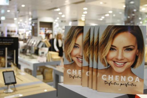 En su libro Chenoa muestra su faceta más personal.