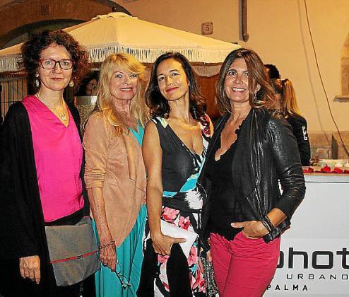 Katrin Sutikora, Marita Rehme, María Pinilla y Sol Busto, en Puro Hotel.