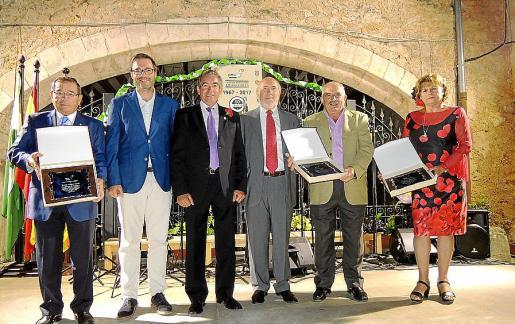 José Martínez, José Hila, Rafael del Rey, presidente de la Casa de Andalucía en Balears; Diego González, Juan Romero y Margarita Bazar.