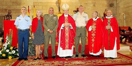 Manuel Aroca Corbarán, Margarita García-Ruiz, Fulgencio Coll, el arzobispo Juan del Río Martín, Juan Cifuentes, Manuel Redondo y Ramiro Merino.