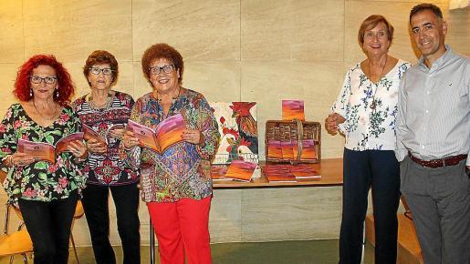 Blanca San Barrera, Lina Redondo, Carmen Tur, Rita Win Waschke y el editor Miguel Horrach.