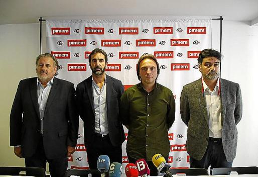 Bernat Coll, José L. Zimmerman, Joan Miralles y Tolo Gomila, en rueda de prensa.