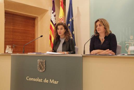 PIlar Costa y Fanny Tur, durante la rueda de prensa posterior al Consell de Govern.