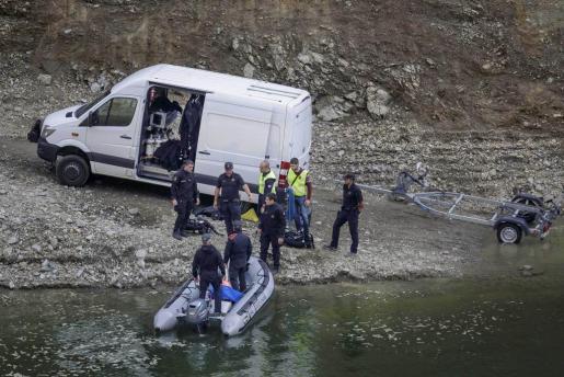Los Mossos d'Esquadra localizan los cuerpos de un hombre y una mujer, cuando uno flotaba en el agua y el otro se encontraba sobre una pared lateral, en el pantano de Susqueda y todo apunta a que son los de los dos jóvenes desaparecidos el 24 de agosto.