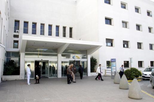 Fachada del hospital Can Misses, donde fue operada la paciente.