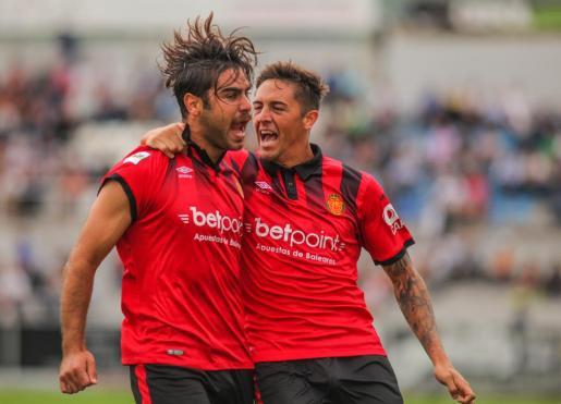 Abdón y Raíllo celebran el primer tanto del partido.