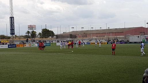 Imagen del partido de esta mañana entre el Atlético Baleres y el Olot.