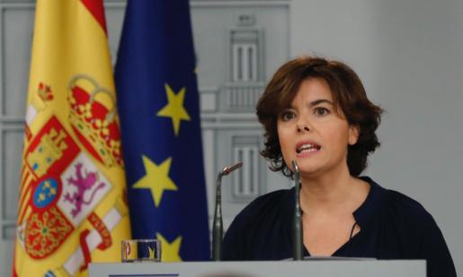 La vicepresidenta del Gobierno, Soraya Sáenz de Santamaría, durante la rueda de prensa celebrada en el Palacio de la Moncla.