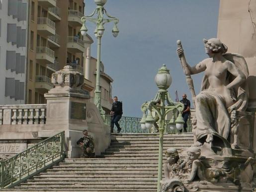 Marsella, bajo fuertes medidas de seguridad tras el ataque perpetrado hoy por un hombre en una estación de tren.