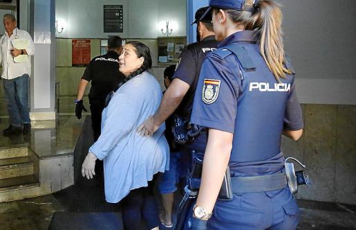 'La Guapi' entrando en los juzgados de Vía Alemania.