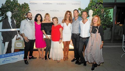 Toni Bonet, Priscila Kosaca, Charo Ruiz, Mari Carmen Gutiérrez, Elisa Pomar, Alberto Serra, José A. Marí y Mara Fiordelly.