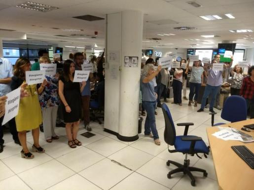 Trabajadores de TVE en San Cugat protestan por la deficiente cobertura del ente público de la jornada del 1-O.