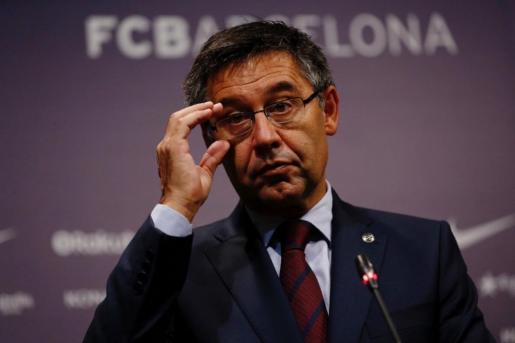 El presidente del FC Barcelona Josep Maria Bartomeu, durante la rueda de prensa que ofreció tras la reunión extraordinaria de la Junta Directiva, en la que se ha tratado la situación deportiva del club y la social, después de los acontecimientos del 1-O.