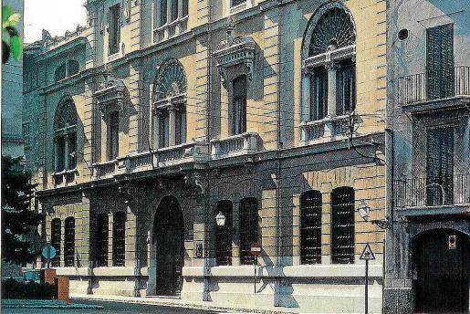 Antigua sede del Monte de Piedad de Sa Nostra, ubicada en la calle Ramón Llull de Palma.