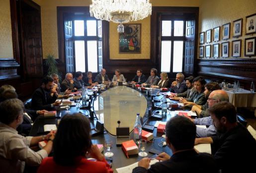 La presidenta del Parlament, Carme Forcadell, ha presidido la reunión de la Junta de Portavoces de la cámara legislativa catalana.