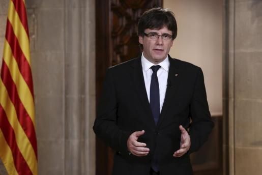 Fotografía facilitada por la Generalitat del president Carles Puigdemont durante la declaración institucional realizada este miércoles.