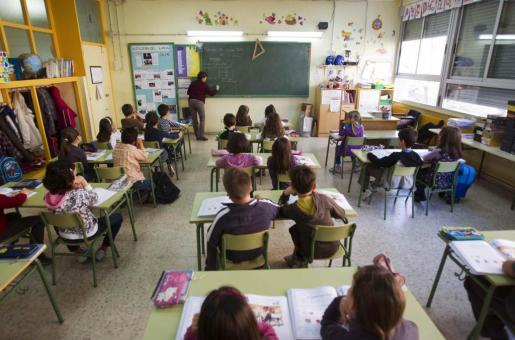 Los representantes de los docentes piden un amplio consenso que permita preservar a la educación de la confrontación ideológica.