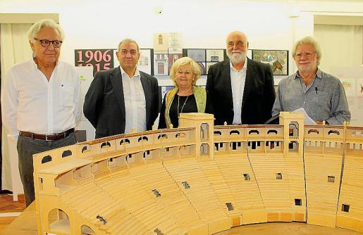Carlos García-Delgado, el presidente de Arca, Pere Ollers; Maribel Bennazar, nieta de Gaspar Bennazar; Pere Nicolau y Pere Rabassa.