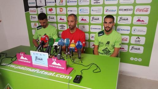 Vadillo, junto a Favero y Chicho, en la rueda de prensa de este jueves.