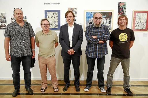 Jaume Vaquer, Pere Joan, Francesc Miralles, Tatúm y Àlex Fito posaron este jueves en la Capella de La Misericòrdia (Palma) en la presentación de la muestra.