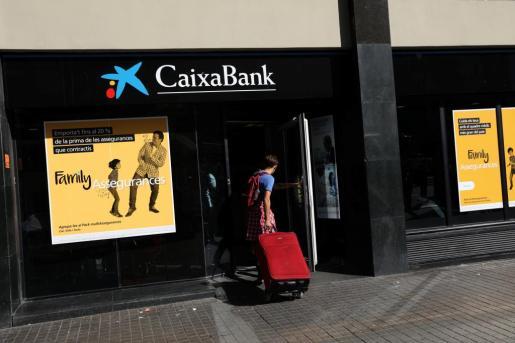 Imagen de una sucursal de CaixaBank en Barcelona.