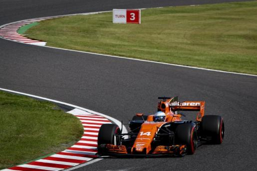 ZSN073. Suzuka (Japan), 08/10/2017.- Spanish Formula One driver Fernando Alonso of McLaren-Honda in action during the Japanese Formula One Grand Prix at the Suzuka Circuit in Suzuka, central Japan, 08 October 2017. (Fórmula Uno, Japón) EFE/EPA/DIEGO AZUBEL Japan Formula One Grand Prix