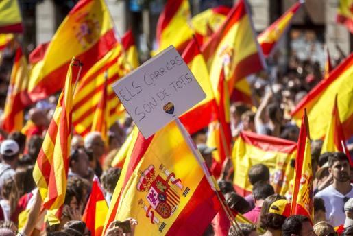 """Manifestación convocada por Societat Civil Catalana en Barcelona en defensa de la unidad de España bajo el lema """"¡Basta! Recuperemos la sensatez""""."""