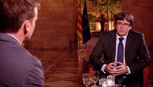 Momento de la entrevista al presidente catalán emitida por la televisión autonómica.