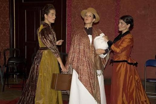 Lluqui Herrero, Maria Bauçà y Agnès Llobet protagonizan la obra.