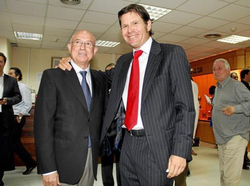 Serra Ferrer y Alemany, en la sala de trofeos de Son Moix.