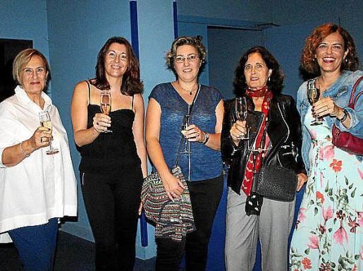 Nany Garau, María José Pérez, Esperanza Pons, Concha Moreno y Beatriz Salvá.