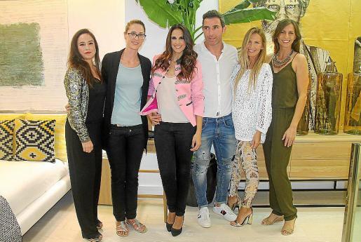 Joana Álvaro, Stefania Palonta, Nuria Fergó, Chechu Osinalde, Noemí Mir y Solveig Mir.