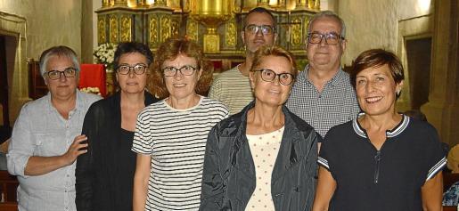 Tina Joan, Margalida Tortella, Catalina Vilanova, Damià Pons, Catalina Marc, Pere Pons y Margalida Crespí.
