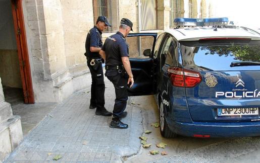 La Policía Nacional entregó el sábado en el juzgado de guardia a la detenida.