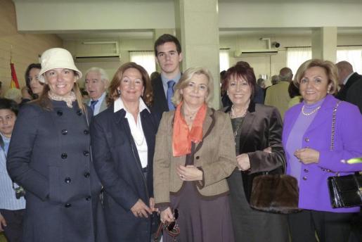 Beatriz González, María Luisa Magraner, Kevin Roig, Elisa Alonso, Teresa Barge y María Díaz juraron bandera.