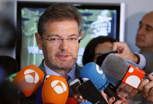 El ministro de Justicia, Rafael Catalá, contesta a las preguntas de los periodistas sobre la carta del president Carles Puigdemont.