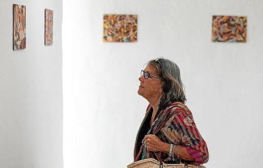 La muestra, que se puede visitar hasta el 19 de noviembre, está formada por 60 óleos de estilo abstracto y de formato pequeño sobre tablilla entelada.