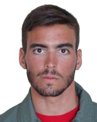 Fotografía facilitada por el Ministerio de Defensa del teniente del Ejército del Aire Fernando Pérez Serrano, fallecido en el accidente de un F-18 que pilotaba al despegar de la base aérea de Torrejón de Ardoz.