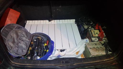 Interior del maletero del coche del presunto ladrón.