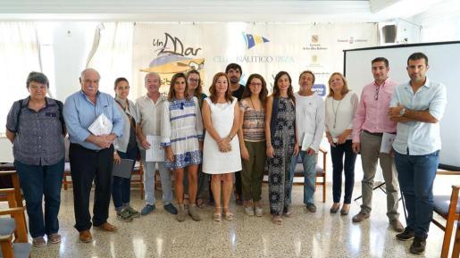 Fotografía con todos los asistentes a la presentación del balance final de lo que ha sido la decimotercera edición del programa social 'Un mar de posibilidades'.